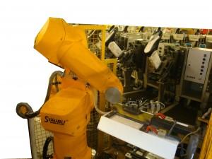 robot de chargement automatique sur carrousel d'injection